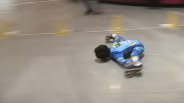 9-jarig jochie breekt behoorlijk lenig record