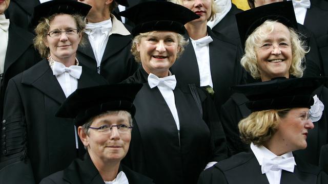 Vrouwelijke hoogleraren verdienen minder dan mannelijke collega's