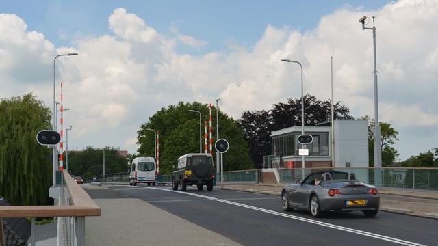 Slijtlaag Julianabrug wordt in augustus aangebracht