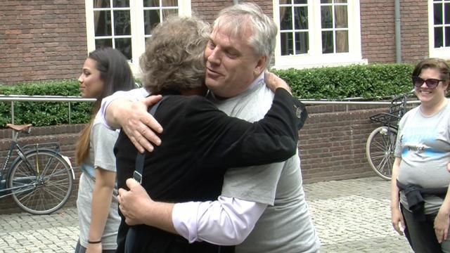Bredanaars richten 'Knuffel voor liefde' op tegen Pegida