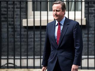 Britse premier krijgt staande ovatie van parlement