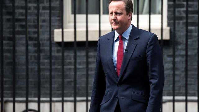 David Cameron dient ontslag in bij koningin Elizabeth