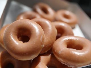 Eerste honderd klanten krijgen een jaar lang iedere dag gratis donut