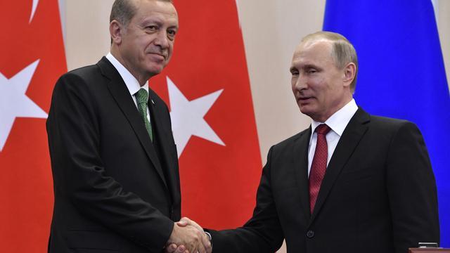 Poetin zegt dat relatie met Turkije 'volledig' is hersteld