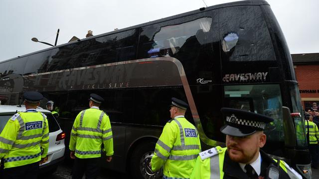 Spelersbus Manchester United aangevallen door West Ham United-fans