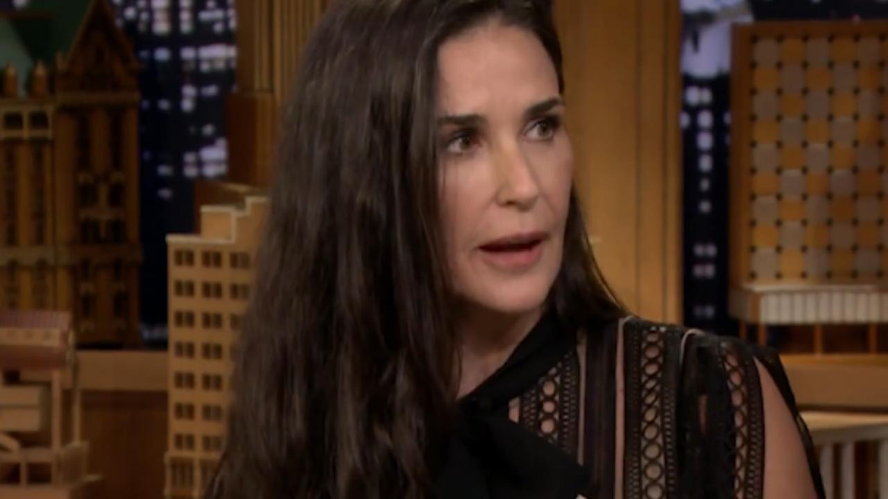Demi Moore vertelt over verlies tanden door stress bij The Tonight Show