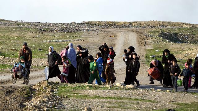 Honderden burgers vluchten uit Mosul