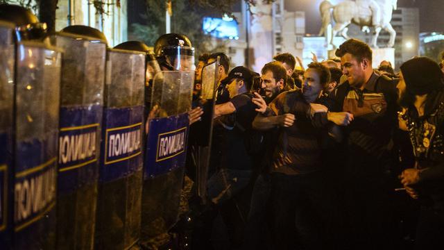 Duizenden Macedoniërs straat op vanwege rel rond telefoontaps
