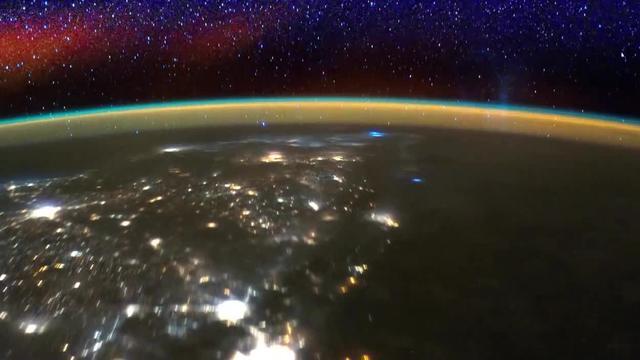 Jongen stuurt zijn GoPro de ruimte in