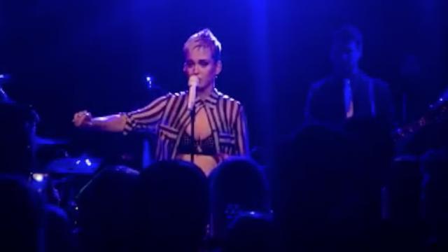 Emotionele Katy Perry over aanslag: 'Laat ze niet winnen'