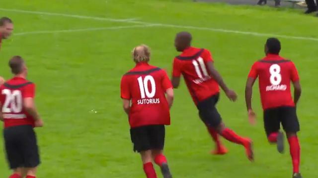 Melvin Grootfaam van AFC maakt fraaie treffer tegen TEC