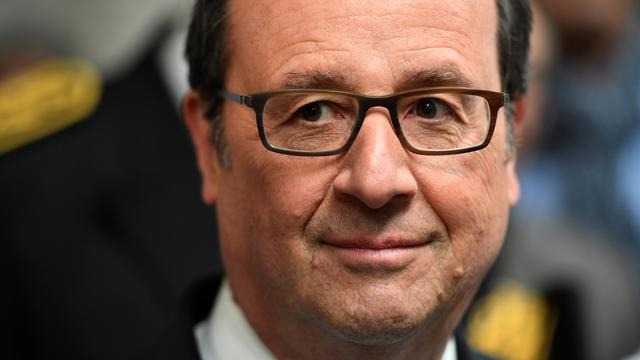 Hollande roept ministers op om voor Macron te stemmen