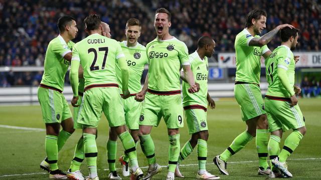 Ajax herovert koppositie dankzij zege op Heerenveen
