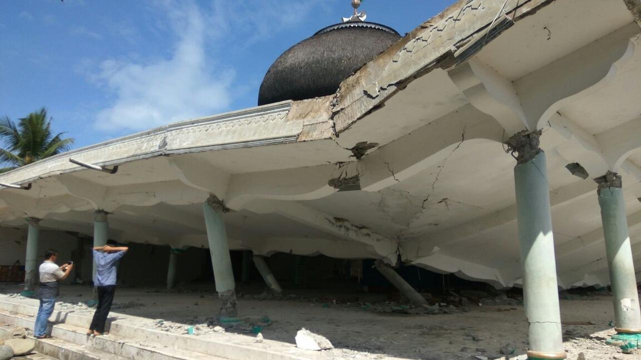 Amateurbeelden tonen ravage aardbeving Indonesië