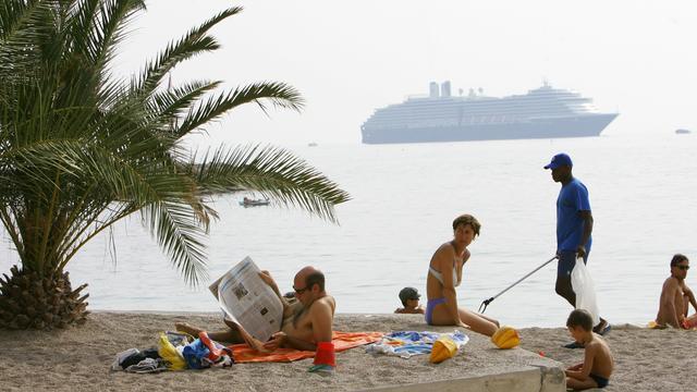 Franse strandwachten bewapend