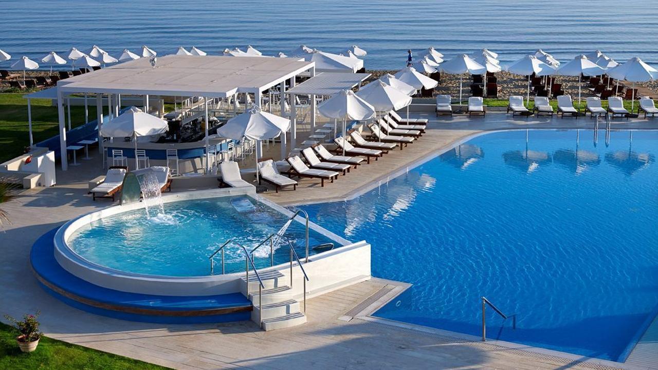 Waarom liggen we liever aan het zwembad dan aan het strand nu het laatste nieuws het eerst - Strand zwembad natuursteen ...