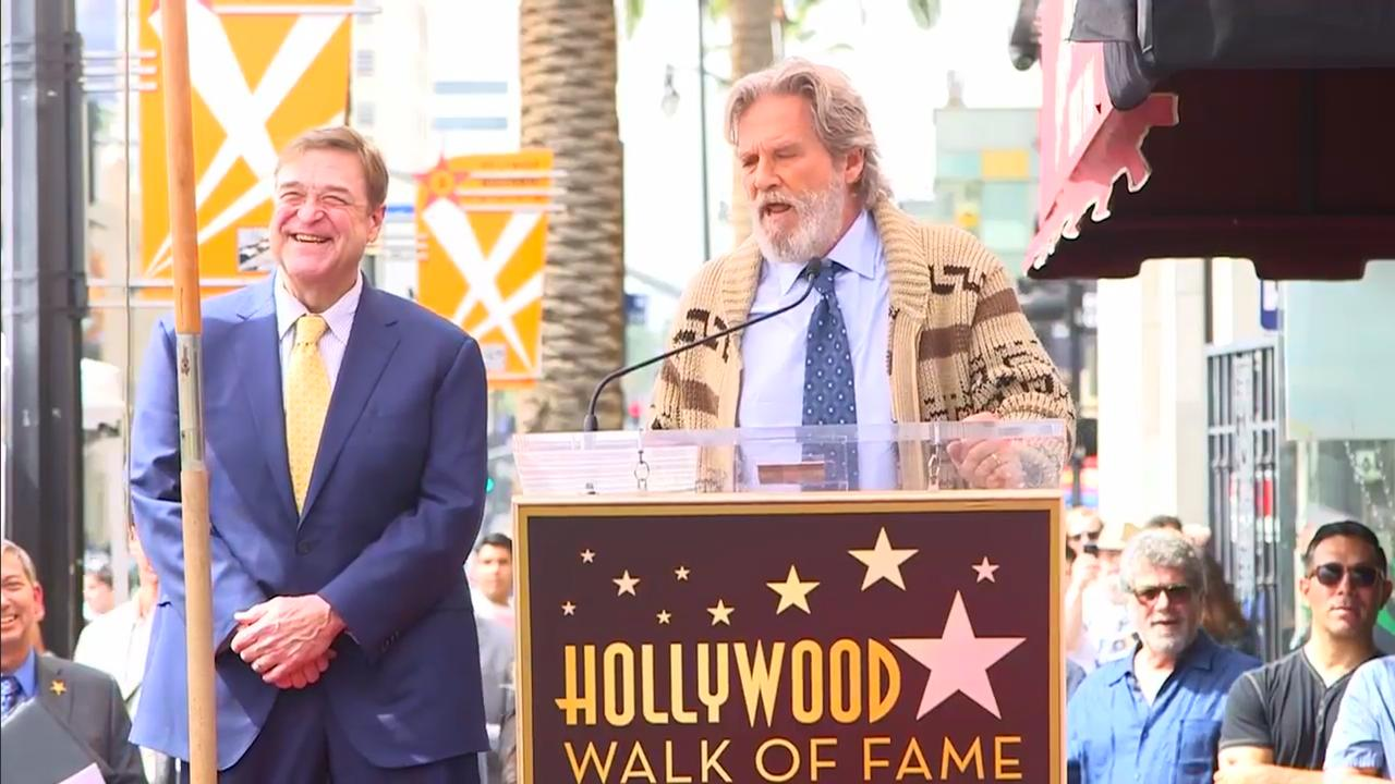 'The Dude' eert John Goodman bij onthulling ster Hollywood