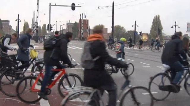 Amsterdammers fietsen langzamer door drukte