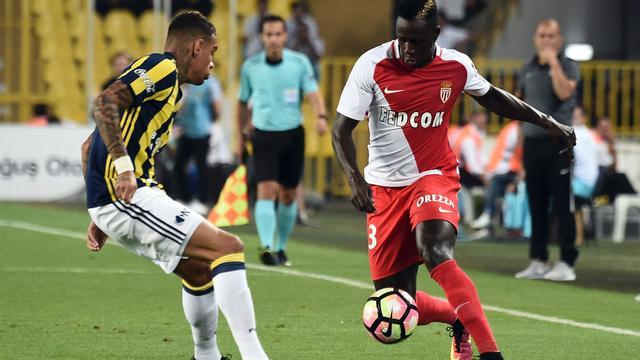 Van der Wiel wint met Fenerbahçe in voorronde Champions League