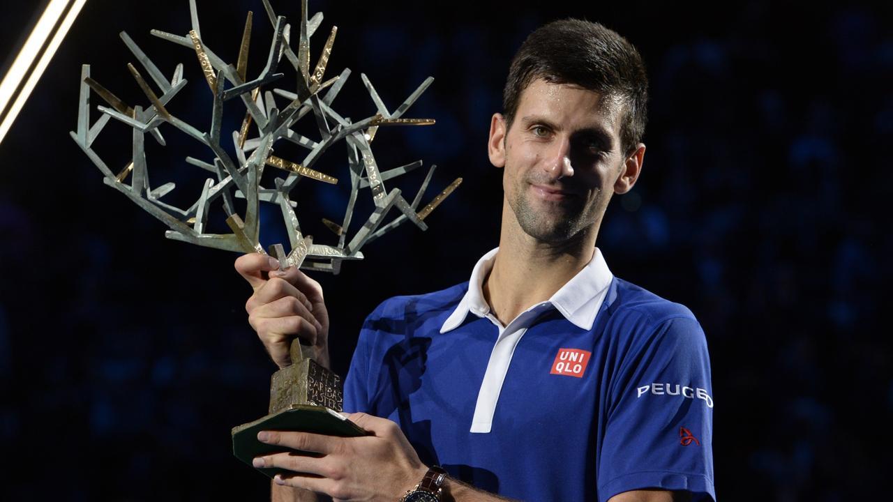 Djokovic gana en Bercy y aumenta a 22 su racha de encuentros imbatido.