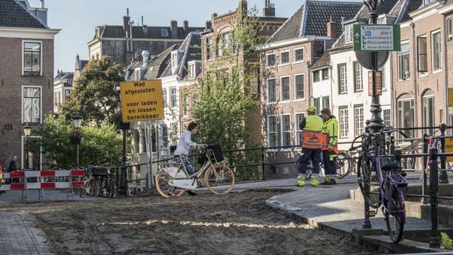 Kruising Vismarkt en Servetstraat niet toegankelijk door aanleg bestrating