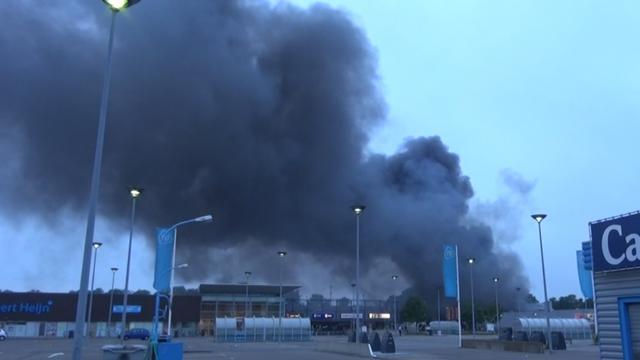 Grote brand in loodsen op industrieterrein Vlissingen