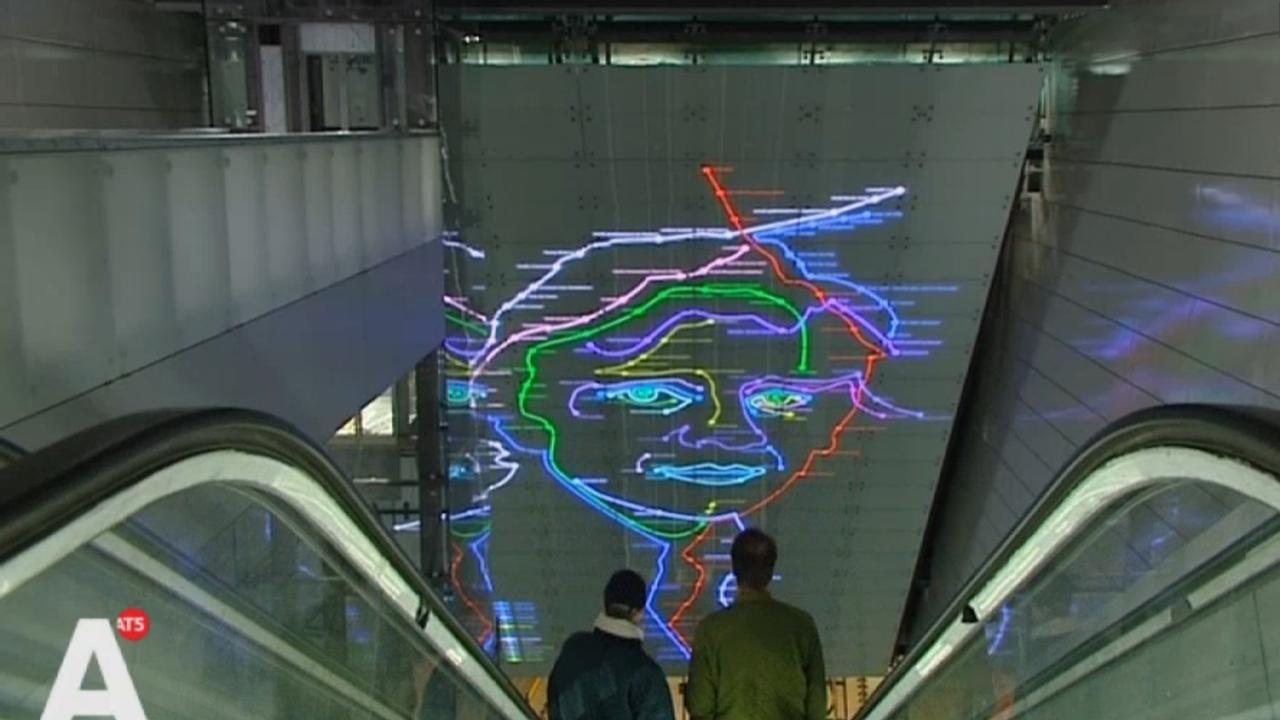 Kunstwerk Ramses Shaffy op station Vijzelgracht