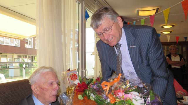 Veel bezoek voor Jaan Mertens op honderdste verjaardag