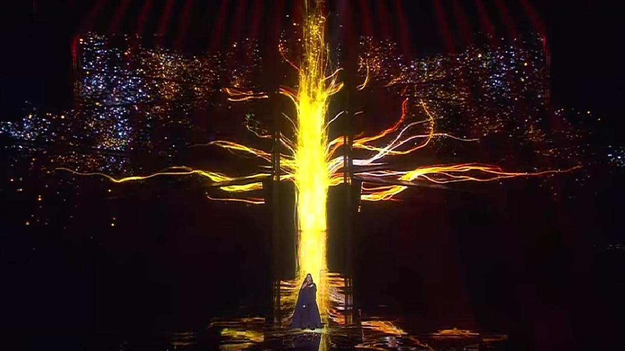 Jamala zingt het nummer 1944 tijdens de finale