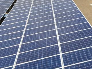 De SWA is al enkele jaren met het idee bezig het grote dak te benutten voor zonne-energie