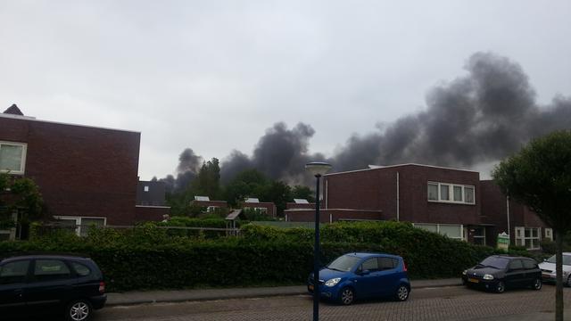 Weg richting Afsluitdijk uren afgesloten door brand in Harlingen