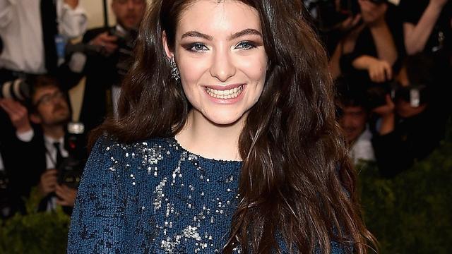 Lorde zingt nieuwe nummers bij verrassingsoptreden Californië