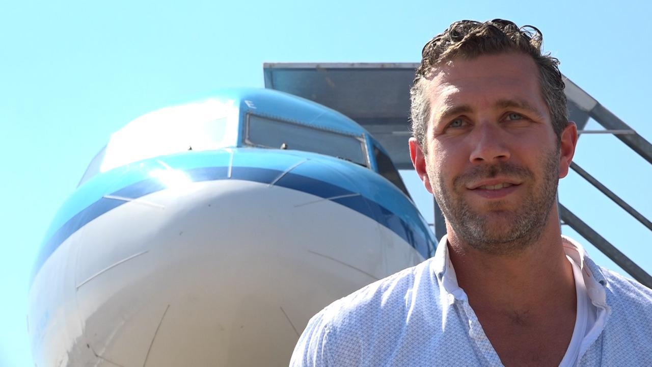 Ajacied huurt vliegtuig om met 140 man naar Stockholm te vliegen
