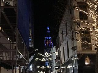 De nieuwe ledverlichting van de Grote Kerk wordt 14 december met een lichtshow officieel in gebruik genomen