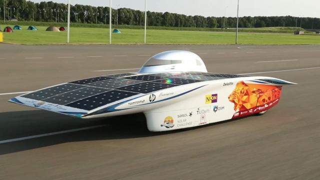 Nuon Solar Team begint aan recordpoging zonneracen in Lelystad