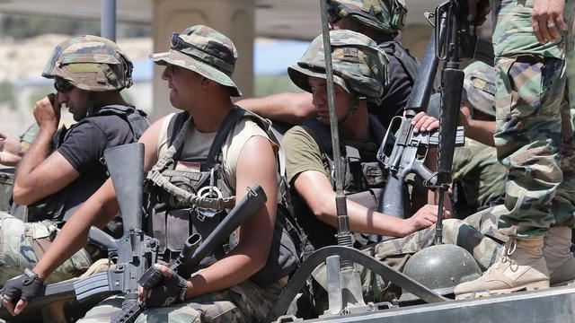 Strijders IS belagen plaats in Libanon