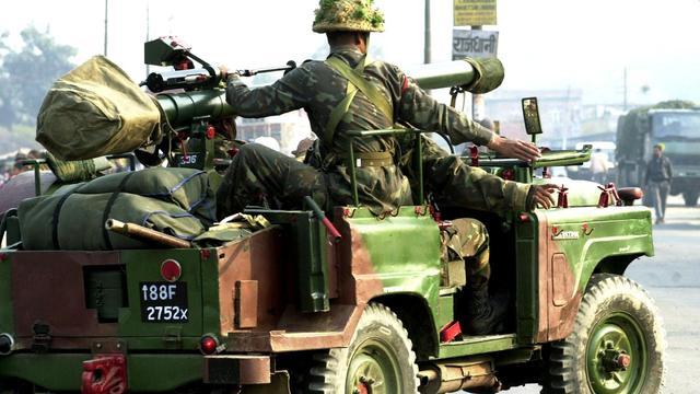 Indiase politie onderzoekt vastbinden van man aan legerjeep in Kashmir