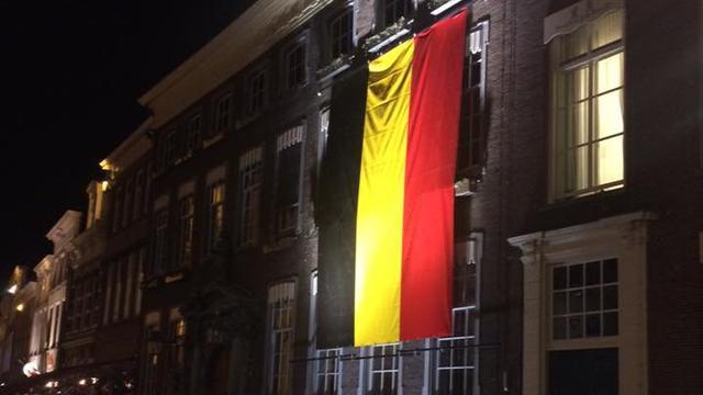 Belgische vlag wappert op stadhuis als steun aan België