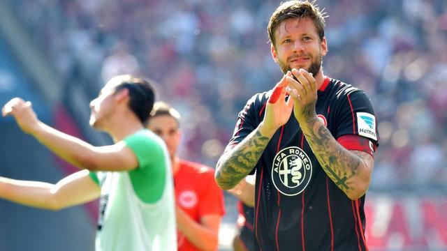 Tumor ontdekt bij Eintracht Frankfurt-verdediger Russ