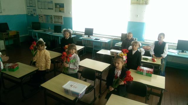 Schoolmeubilair en vakantie voor kinderen Tsjernobyl