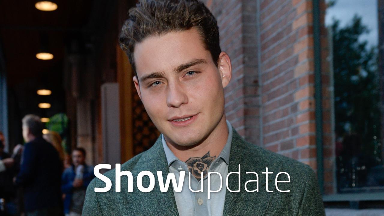 Show Update: Douwe Bob 'getrouwd' met jonge fan