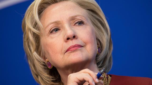 Clinton vindt dat Trump grens heeft overschreden met wapenuitspraak