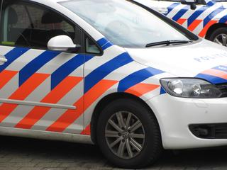 Beschadigde auto door takelbedrijf weggesleept