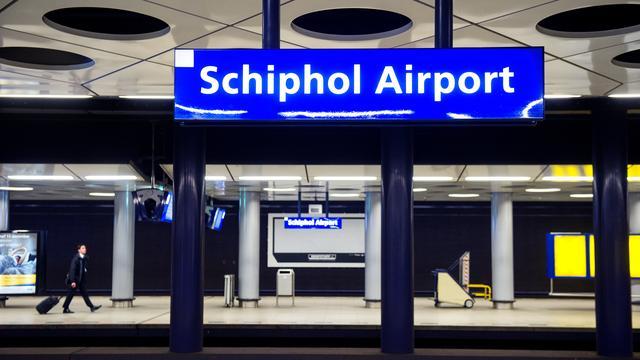 Enige tijd geen treinen rondom Schiphol door defecte bovenleiding