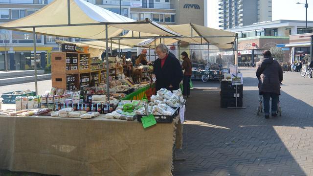 Weekmarkt Oudenbosch verhuist naar parkeerterrein Aldi