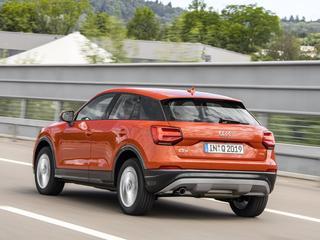 De Audi Q2 valt op door zijn opmerkelijke uiterlijk, maar ook het weggedrag maakt hem een buitenbeentje binnen het Audi-gamma
