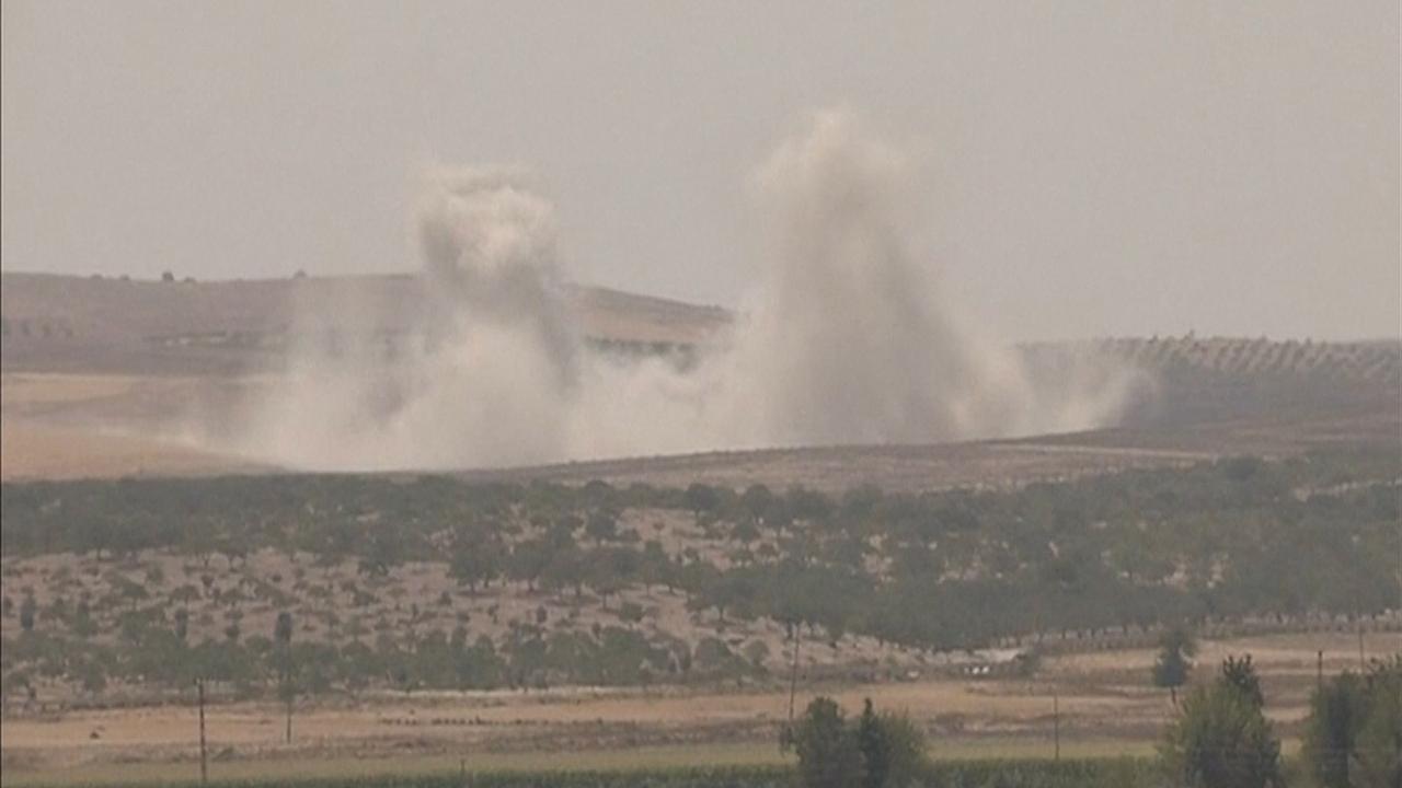 Turken bestoken Koerdische doelen in Jarablus