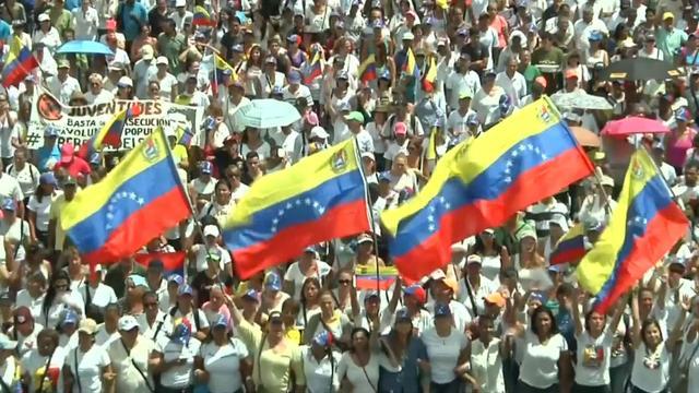 Vrouwen demonstreren in Venezuela voor vertrek president