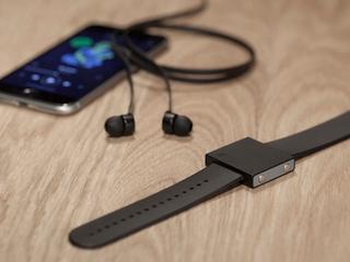 Basslet-armband geeft alleen basgeluid door aan drager