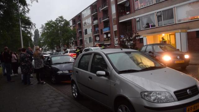 Man ernstig gewonden na val uit flat Almelo